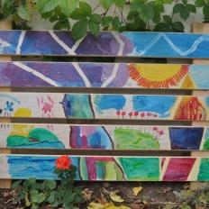 """Έργα από Λήπτες Υπηρεσιών Ψυχικής Υγείας , Δομή : Οικοτροφείο «ΙΠΠΟΚΡΑΤΗΣ ΙΙ», Κ.Σ.Δ.Ε.Ο. «ΕΔΡΑ». """"Η δημιουργία"""". Ζωγραφική σε προετοιμασμένο ξύλο με ακρυλικά χρώματα."""