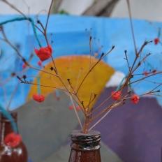 """Έργα από Λήπτες Υπηρεσιών Ψυχικής Υγείας , Δομή : Οικοτροφείο «ΙΠΠΟΚΡΑΤΗΣ ΙΙ», Κ.Σ.Δ.Ε.Ο. «ΕΔΡΑ» """" Ο Κήπος με τις κερασιες"""". Κατασκευή με μπουκάλια, τσόφλια, χαρτόνι και ακρυλικά χρώματα."""